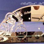 Trophée sculpture cyclisme 2017 - Vtt en verre - Socle en verre noir avec marquage anniversaire personnalisé - Art Verrier
