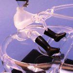 Trophée d'art en verre – Trophée sulky 2016 - Plan rapproché driver en verre réalisé au chalumeau - Art Verrier