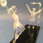 Trophée handball - Trophée d'art 2019 - Joueuses de handball en verre plein réalisées au chalumeau - Rhénald Lecomte - Art Verrier