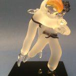 Trophée arts martiaux - Trophée d'art judo - Judokas sculptés en verre - Socle en verre noir avec marquage personnalisé - Art Verrier