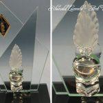 Trophée en verre double plaque forme biseautée - Trophée militaire avec montage sur socle en verre noir - Hauteur 70cm - Art Verrier