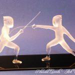Trophée escrime - Trophée d'art escrime - Création 2019 - Sculpture en verre plein façonnée au chalumeau - Rhénald Lecomte - Art Verrier