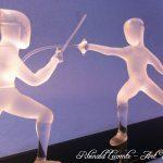 Trophée Sculpture escrime - Escrimeurs en action sur socle en verre noir - Traitement verre satiné – verre transparent